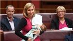 VIDEO: Chính khách Australia hạnh phúc khi cho con bú giữa nghị trường