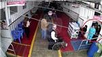 VIDEO: Khoảnh khắc bà mẹ thiếu niên bỏ con mới sinh vào thùng rác toilet bệnh viện