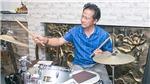 Chế Linh trổ tài chơi trống, chỉ huy 2 con tập nhạc trước đêm diễn
