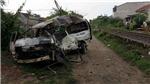 Tai nạn thảm khốc: Bị tàu hỏa kéo lê 200m, xe 16 chỗ cháy rụi