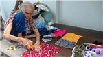 Cụ bà 93 tuổi vẫn miệt mài may chăn tặng người nghèo