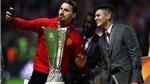Ibrahimovic đến sân bằng xe điện, nhí nhảnh 'cướp show' chiến thắng của Man United