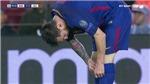 Đang thi đấu, Messi lôi từ tất ra viên thuốc gì để uống?