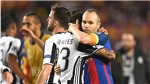 Sau Dani Alves, Juve sắp lấy Iniesta khỏi Barca