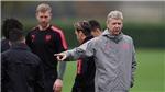 Arsenal lại dậy sóng vì Sanchez phớt lờ cái bắt tay của Wenger