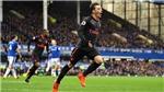 Mesut Oezil và màn 'chào hàng' tuyệt vời với M.U của Mourinho