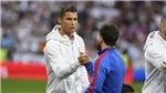 Lộ cảnh thân mật giữa Messi và Ronaldo ở trận 'Kinh điển'