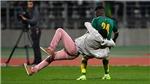 CĐV làm loạn, tràn xuống sân, khiến trận đấu của Bailly, Mane phải hủy giữa chừng