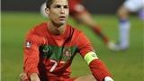 Đấu giá... mảng cỏ ngáng chân Ronaldo