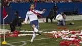 Cận cảnh Beckham bị CĐV tấn công, ném giấy