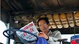 Nhiếp ảnh gia Trần Thế Phong: Đọc báo trên từng cây số