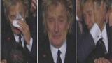 VIDEO: Ca sĩ huyền thoại Anh quốc khóc òa ngày Celtic quật ngã Barca