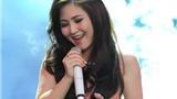Hương Tràm xinh như công chúa trên sân khấu The Voice