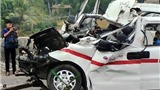 Hiện trường xe cứu thương đâm xe đầu kéo khiến 5 người bị thương vong
