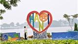 Chùm ảnh 'Trái tim Tình yêu Hà Nội' bên hồ Trúc Bạch
