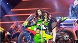 VIDEO: Hoàng Thùy Linh cưỡi mô tô nửa tỉ, 'quậy' khắp sân khấu The Remix