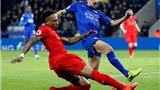 Neville đòi công bằng cho Ranieri. Carragher chỉ trích Liverpool
