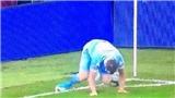 Sao Premier League gây sốt với pha phạt góc... tệ nhất lịch sử