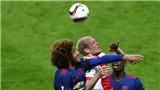 Đội trưởng Ajax: 'Một Man United gặp may chỉ biết chờ đợi và phất dài lên'
