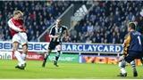 Siêu phẩm của Bergkamp được bầu chọn là bàn thắng đẹp nhất mọi thời đại Premier League