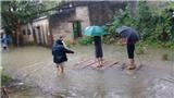 Bí thư và Phó chủ tịch phường ở Thanh Hóa thị sát lụt và chuyện cán bộ trong mưa lũ