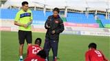 HLV Hoàng Anh Tuấn dễ tính, U20 Việt Nam cười thả ga với bài tập ném bóng