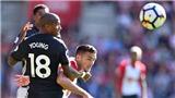 Với Mourinho, Ashley Young giờ là hậu vệ trái số 1
