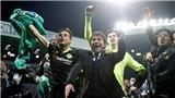 Fabregas văng tục khi cùng đồng đội ăn mừng chức vô địch Premier League