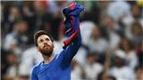 Khoảnh khắc Messi ngạo nghễ giơ áo ăn mừng bàn thắng thứ 500 cho Barcelona
