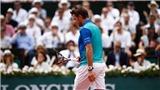 Bế tắc trước Nadal, Wawrinka nổi nóng đập nát vợt