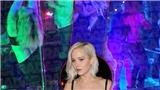 Video: Jennifer Lawrence 'quậy tưng' ở bar, cởi đồ vì say xỉn