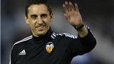 CHÙM ẢNH: Gary Neville 'lấy lòng' CĐV trong buổi tập đầu tiên ở Valencia