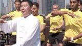 Cầu thủ Dortmund viết thư pháp, tập Thái cực quyền