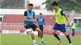 U23 Việt Nam thiếu người, tung vào sân... nhân viên kỹ thuật