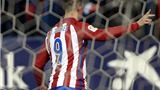 Torres lập 'siêu phẩm' khó tin rồi... đá hỏng phạt đền, Atletico thắng chật vật