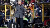 Jose Mourinho: 'Đá trên mặt sân như ruộng thế này, hòa là tốt lắm rồi'