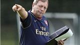 CĐV Arsenal kêu gọi sa thải… quản lý phòng thay đồ