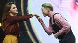 'Nhạc Hội Song Ca': Thi nhau hôn tay, Hương Giang Idol 'tiếm ngôi' Lan Phương