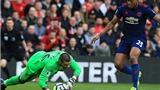 Valdes mắc sai lầm ngớ ngẩn, 'tặng quà' cho Man United