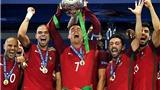 Ronaldo bảnh bao nhận danh hiệu Cầu thủ hay nhất năm của Bồ Đào Nha