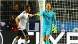 TIẾT LỘ: Joe Hart phải văng tục vì siêu phẩm của Podolski