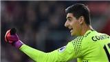 Fan Chelsea sốc trước lý do chấn thương 'khó đỡ' của Courtois