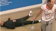 """HÀI HƯỚC: Nick Kyrgios """"bất tỉnh nhân sự"""" vì bị… hôn"""