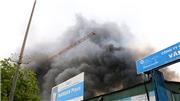 VIDEO: Cháy dữ dội ở Phạm Hùng, xa hàng cây số vẫn thấy cột khói đen