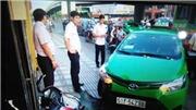 VIDEO: Xem lại pha bẻ lái hạ gục tên cướp của tài xế taxi Mai Linh