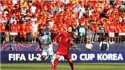 TRÂN TRỌNG: U20 Việt Nam đi khắp sân cảm ơn CĐV sau trận thua U20 Honduras