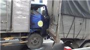 VIDEO: Tai nạn liên hoàn khiến 6 ô tô dính chặt vào nhau