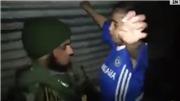 VIDEO: Gỡ bom quấn quanh người cậu bé mặc 'áo Chelsea'