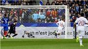 Tây Ban Nha thắng Pháp 2-0 sau hai lần trọng tài bẻ còi qua công nghệ băng hình