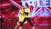 Trấn Thành rơi nước mắt nhìn con trai dìu mẹ khiếm thị khiêu vũ trên sân khấu Got Talent